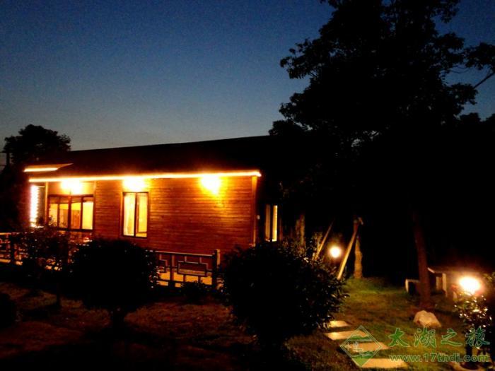 家园农庄木屋别墅,星级农家乐中一个新的亮点,坐落在太湖西山岛西边