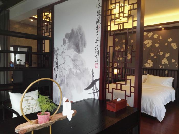 别墅全部按照中式或者新中式风格装修,目前在苏州金庭镇西山岛同类图片
